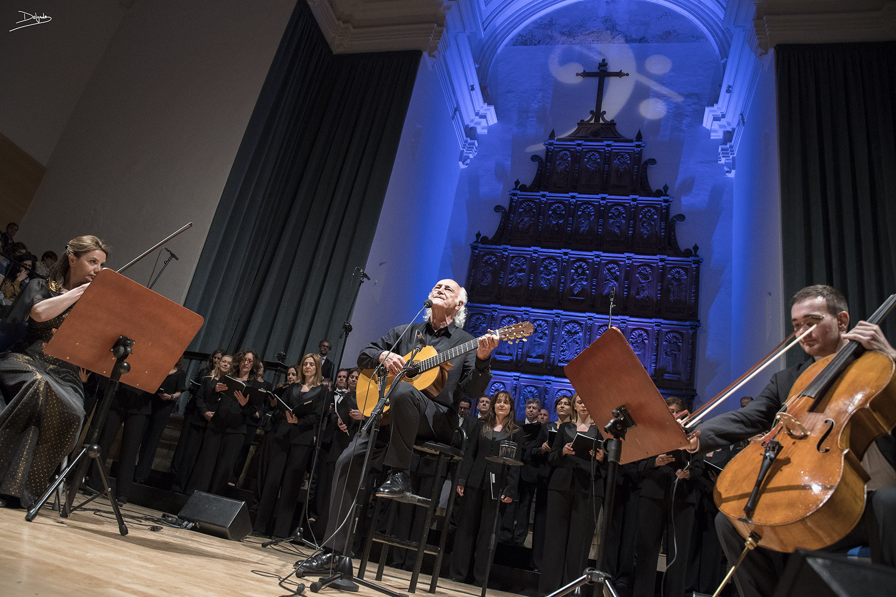 Amancio Prada y el Coro de RTVE en el punto álgido del Festival