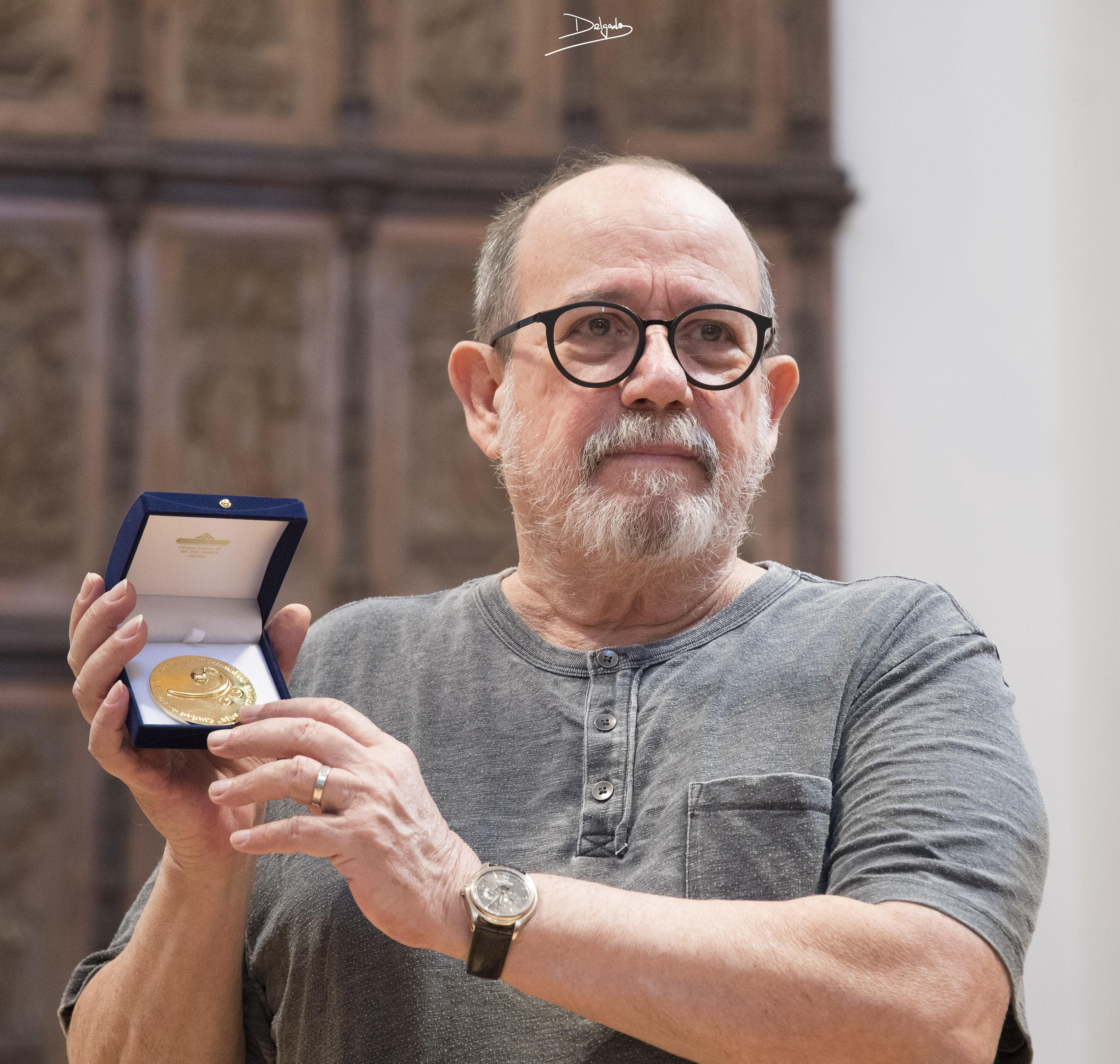 Y Silvio Rodríguez regresa a Úbeda 35 años después para recoger la medalla de oro del Festival de Música y Danza