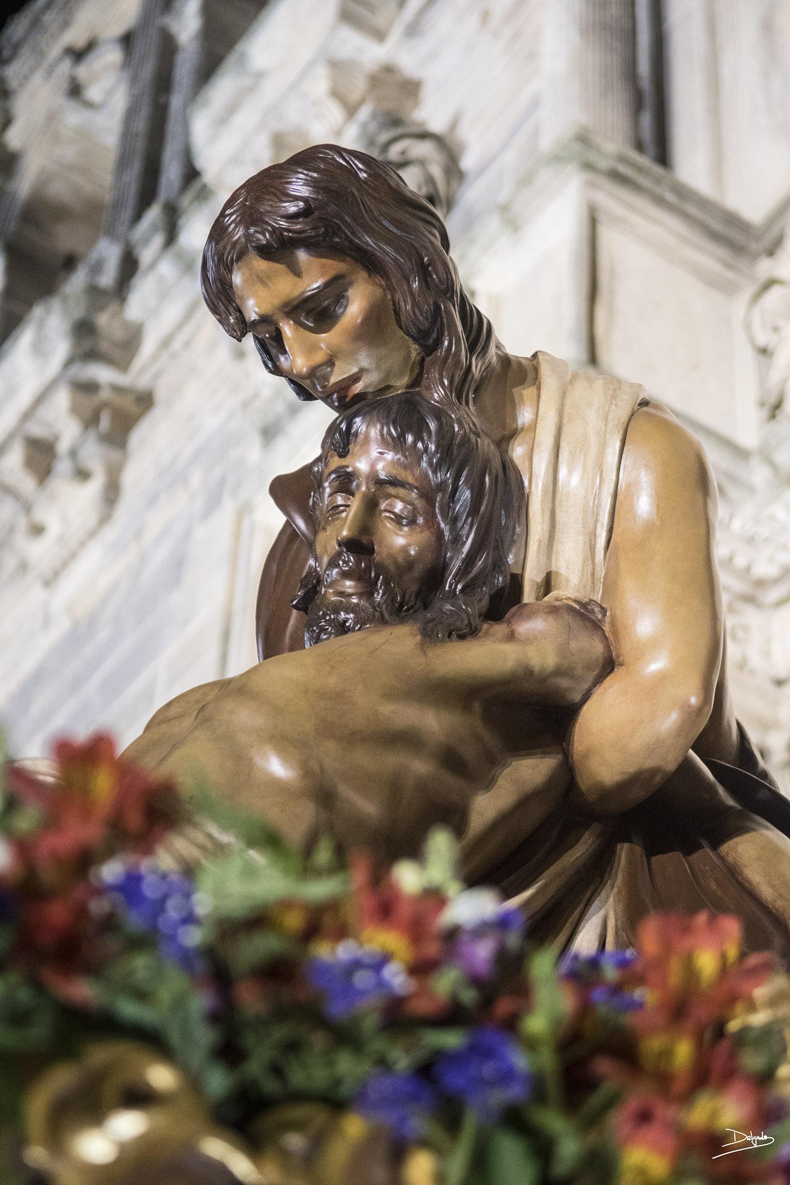 Fotos del día: Murió por nuestros pecados