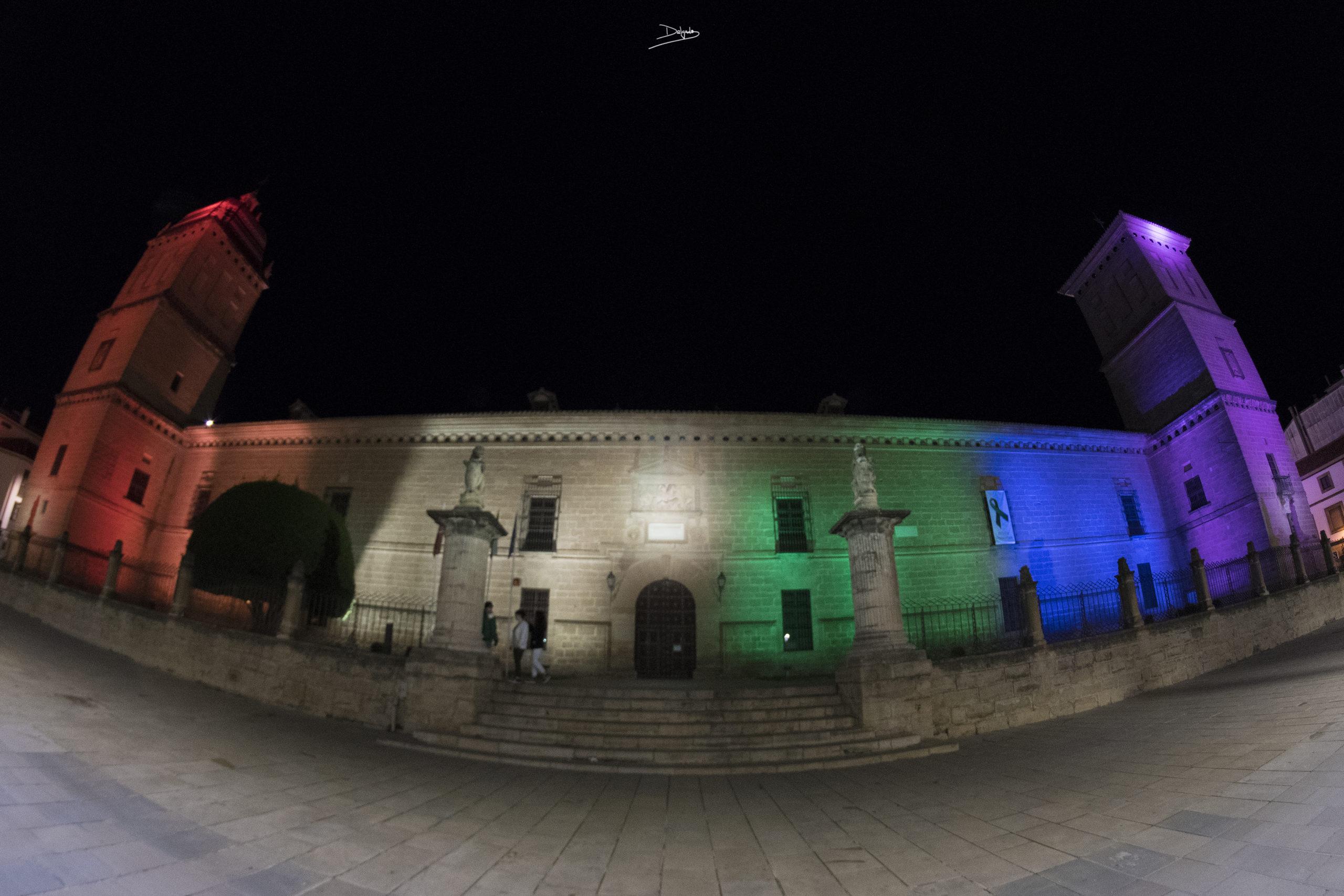 Foto del día: Iluminación especial por el Día contra la Homofobia, Transfobia y Bifobia.