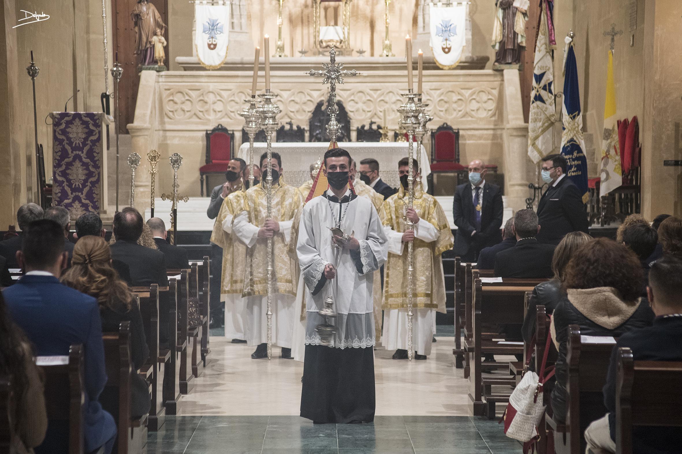 SEMANA SANTA: Costaleros y Virgen de Gracia